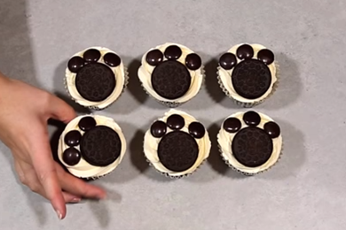 Make your own paw print cupcakes